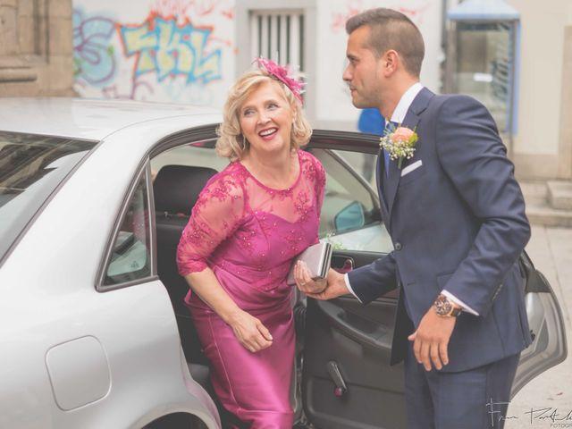 La boda de Gogui y Isa en Oleiros, A Coruña 26