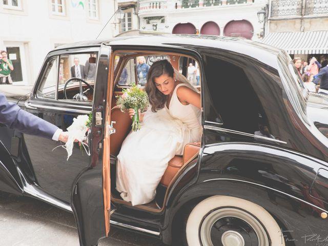 La boda de Gogui y Isa en Oleiros, A Coruña 31
