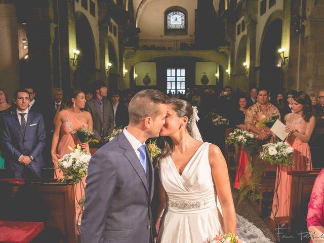 La boda de Gogui y Isa en Oleiros, A Coruña 40