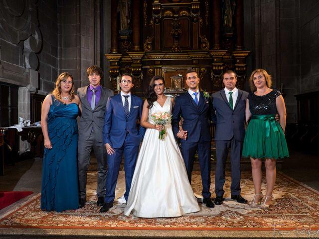 La boda de Gogui y Isa en Oleiros, A Coruña 42