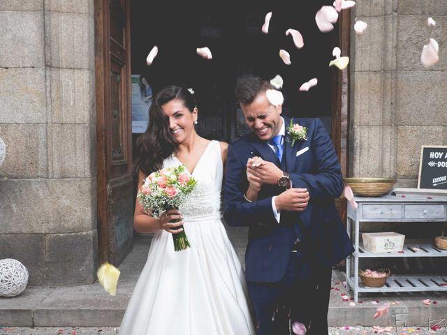 La boda de Gogui y Isa en Oleiros, A Coruña 44