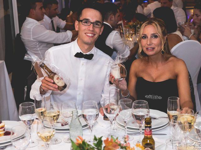La boda de Gogui y Isa en Oleiros, A Coruña 73