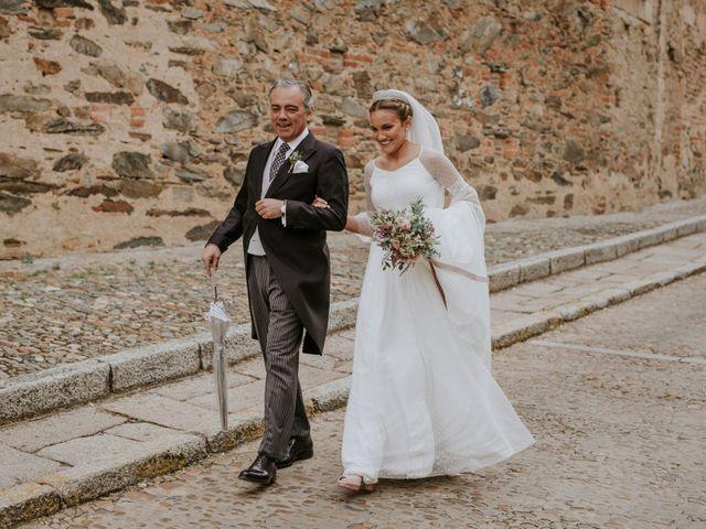 La boda de Gonzalo y Claudia en Guadalupe, Cáceres 14