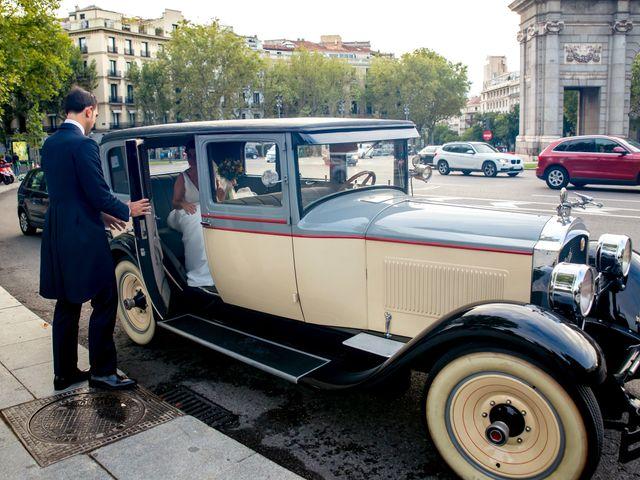 La boda de Manu y María en Madrid, Madrid 23