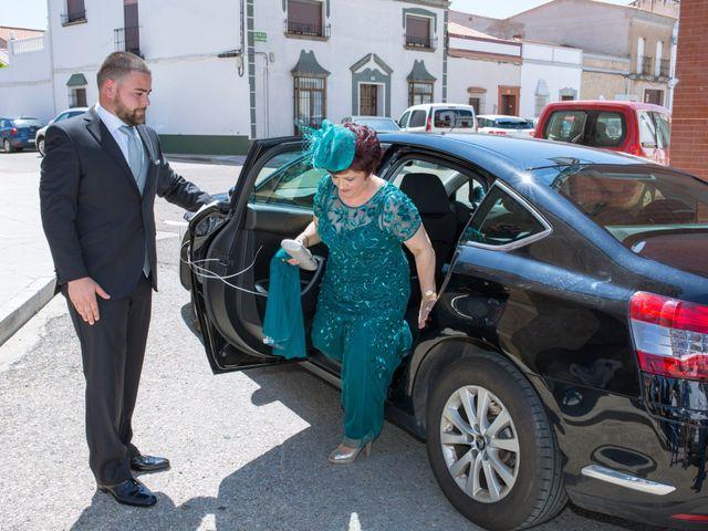 La boda de Julio y Cristina en Solana De Los Barros, Badajoz 11