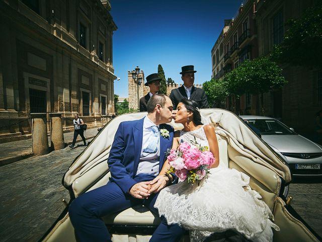 La boda de Javier y Karina en Sanlucar La Mayor, Sevilla 33