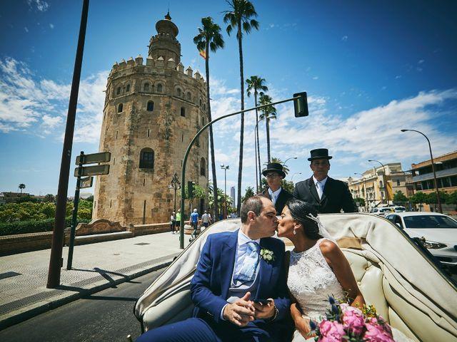 La boda de Javier y Karina en Sanlucar La Mayor, Sevilla 35
