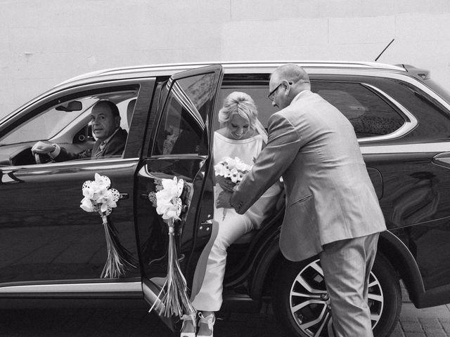 La boda de Juan y Silvia en Valencia, Valencia 41