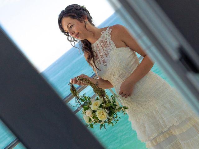 La boda de Gustavo y Inés en La/villajoyosa Vila Joiosa, Alicante 18