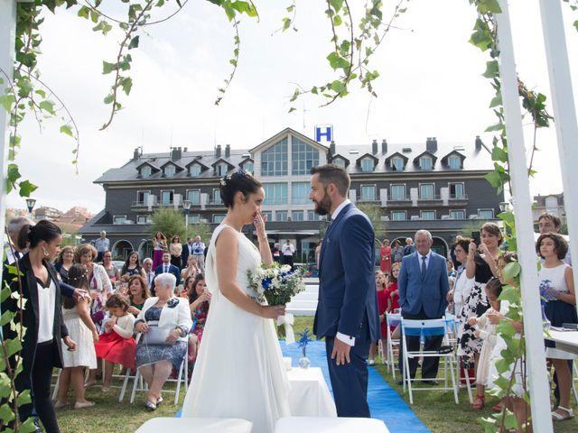 La boda de Juan y Lara en Mogro, Cantabria 27