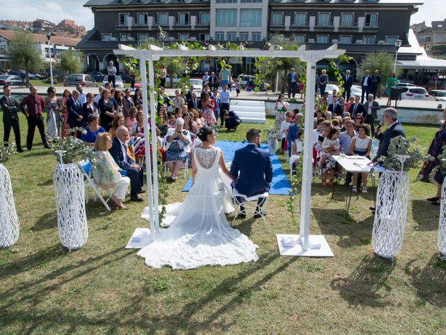 La boda de Juan y Lara en Mogro, Cantabria 29