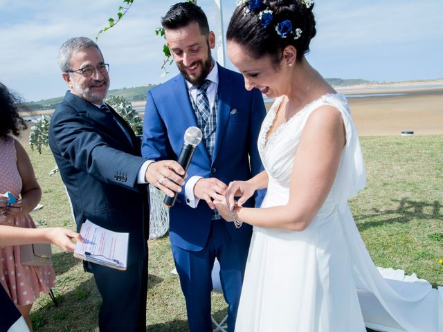 La boda de Juan y Lara en Mogro, Cantabria 31