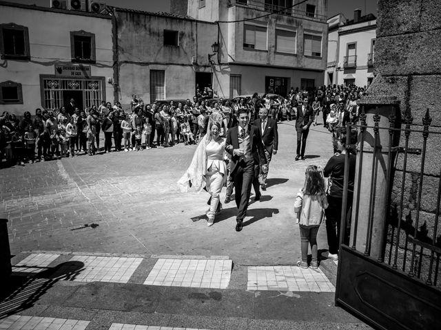 La boda de Jose y Raquel en Salvatierra De Los Barros, Badajoz 17