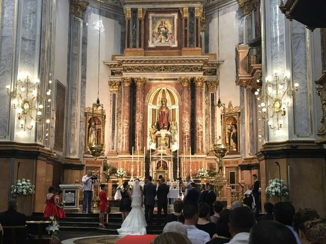 La boda de Emilian y Ana Maria en Castelló/castellón De La Plana, Castellón 5