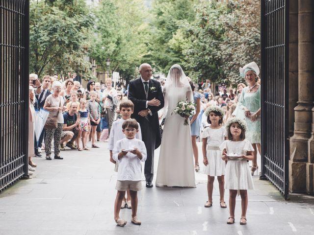 La boda de Borja y Amaia en Donostia-San Sebastián, Guipúzcoa 17