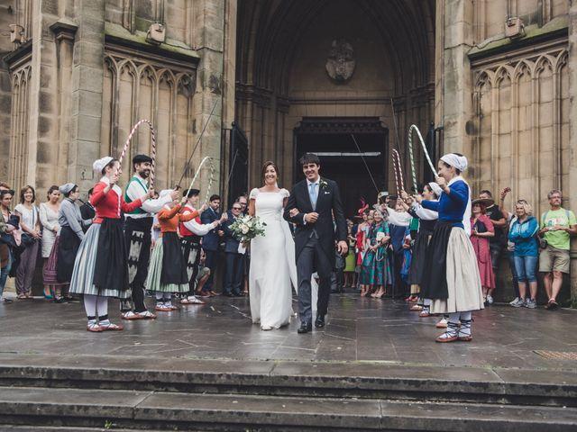 La boda de Borja y Amaia en Donostia-San Sebastián, Guipúzcoa 30