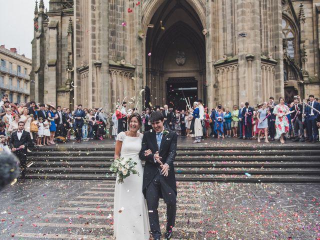 La boda de Borja y Amaia en Donostia-San Sebastián, Guipúzcoa 32