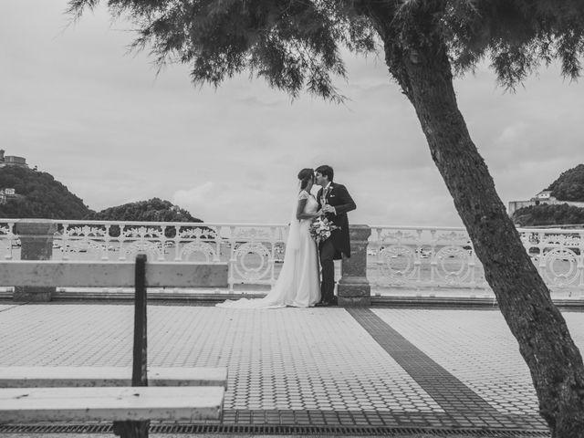 La boda de Borja y Amaia en Donostia-San Sebastián, Guipúzcoa 38