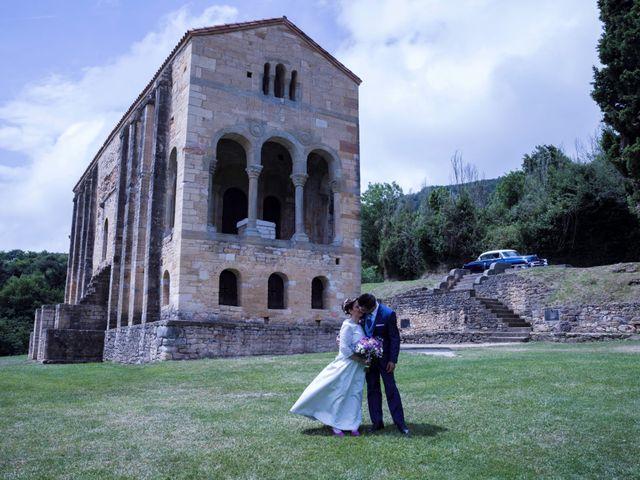 La boda de Xanu y Alegría en Oviedo, Asturias 1