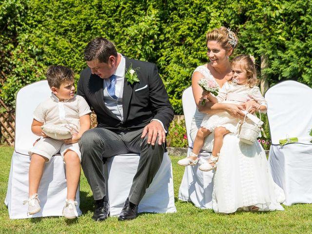 La boda de Alberto y Begoña en Santiago De Compostela, A Coruña 27