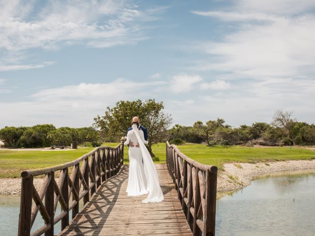 La boda de Elena y Jose Antonio en Chiclana De La Frontera, Cádiz 37