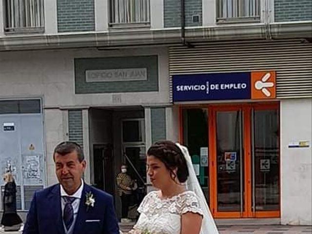 La boda de Dario y Melani en Oviedo, Asturias 9