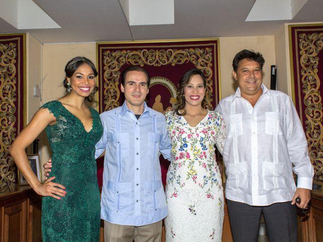 La boda de Raul y Lorena en Coria Del Rio, Sevilla 39