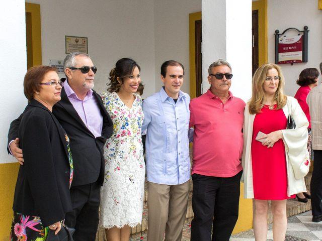 La boda de Raul y Lorena en Coria Del Rio, Sevilla 61