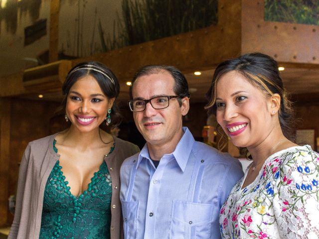 La boda de Raul y Lorena en Coria Del Rio, Sevilla 68