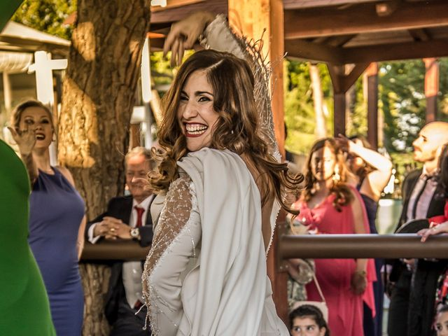 La boda de Alberto y María en Torrejon De La Calzada, Madrid 25