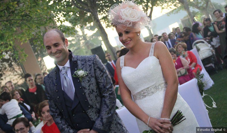 La boda de Ramon y Maria Elena en Torreperogil, Jaén