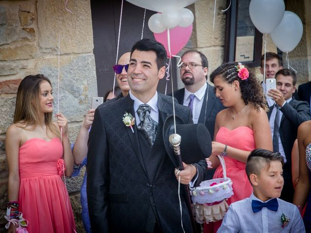 La boda de Borja y Esmeralda en Gorraiz, Navarra 37