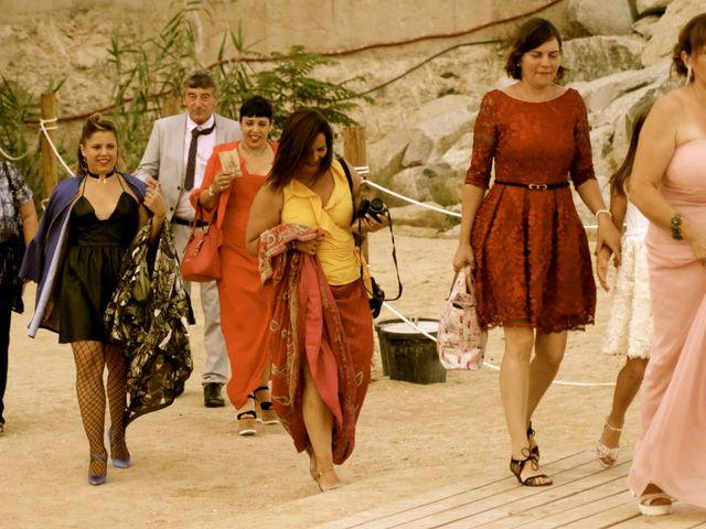 La boda de Elena y Santi en Castelldefels, Barcelona 19