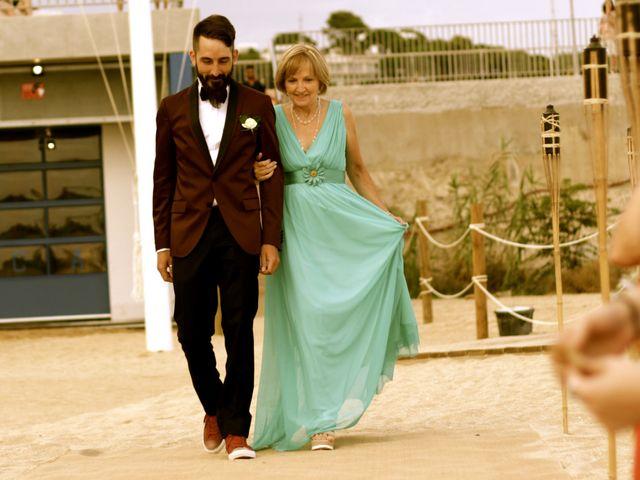 La boda de Elena y Santi en Castelldefels, Barcelona 24