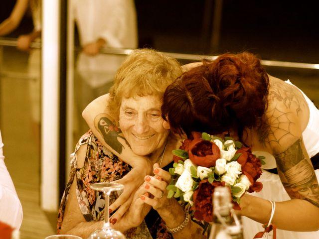La boda de Elena y Santi en Castelldefels, Barcelona 92