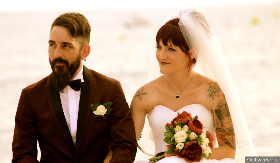 La boda de Elena y Santi en Castelldefels, Barcelona