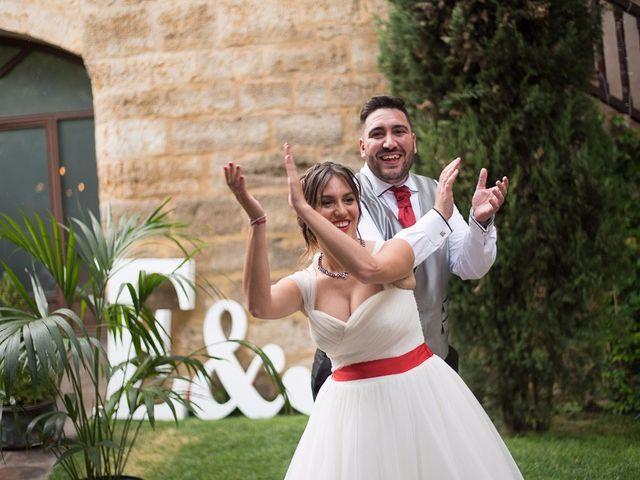 La boda de Javi y Elena en Piña De Campos, Palencia 33
