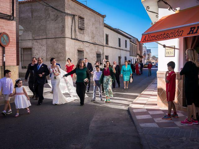 La boda de Fernando y Nieves en Argamasilla De Calatrava, Ciudad Real 21