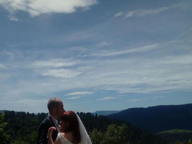 La boda de Yasmin  y Jon Ander  en Llodio, Álava 3