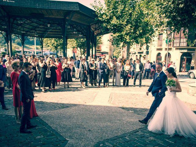 La boda de Josu y Leire en Zarautz, Guipúzcoa 14
