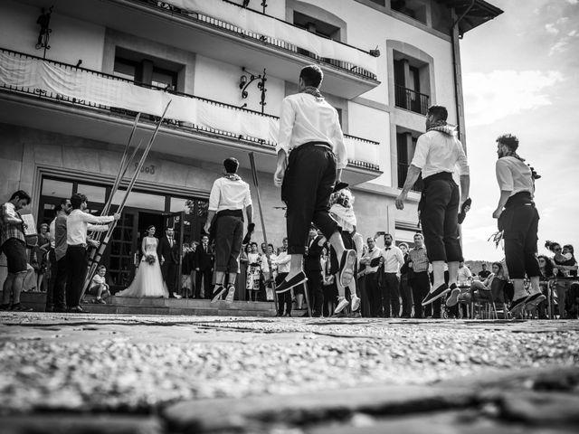 La boda de Josu y Leire en Zarautz, Guipúzcoa 17