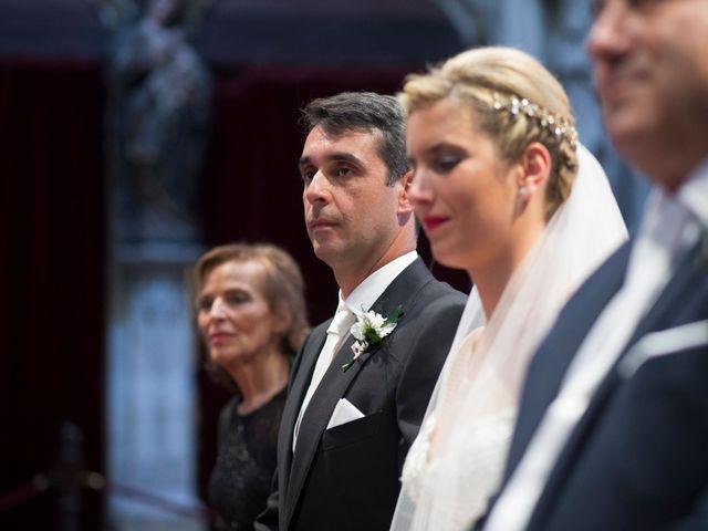 La boda de Gianlluca y Irene en Oviedo, Asturias 15