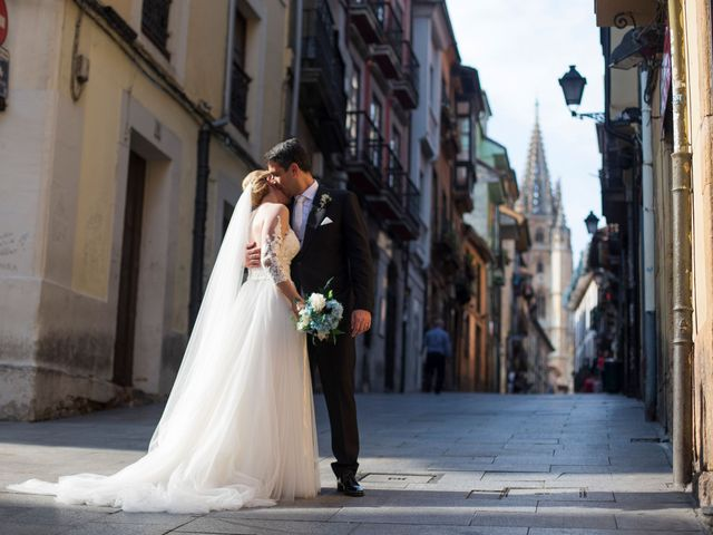 La boda de Gianlluca y Irene en Oviedo, Asturias 20
