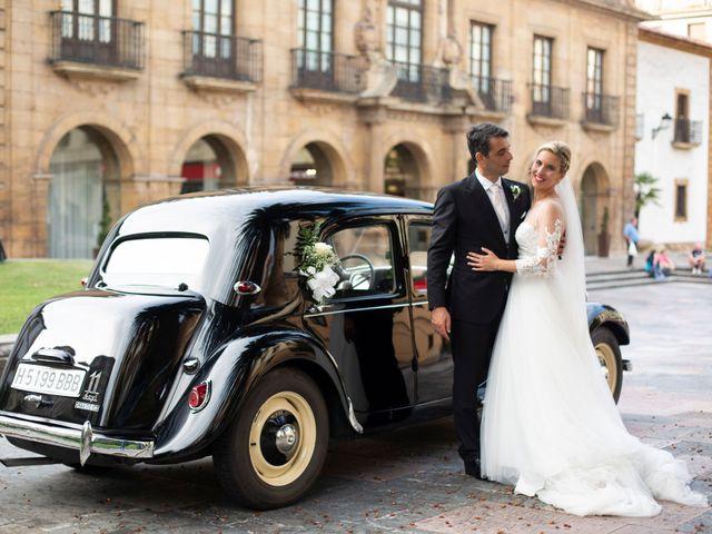 La boda de Gianlluca y Irene en Oviedo, Asturias 23