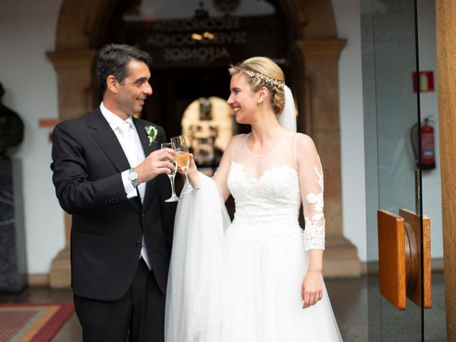 La boda de Gianlluca y Irene en Oviedo, Asturias 24