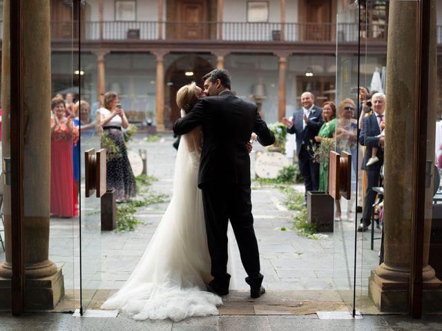 La boda de Gianlluca y Irene en Oviedo, Asturias 25