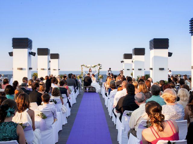La boda de Robert y Gal.la en Playa De Gandia, Valencia 13