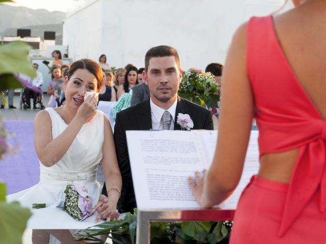 La boda de Robert y Gal.la en Playa De Gandia, Valencia 14