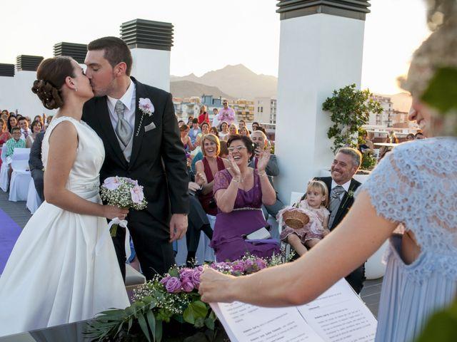 La boda de Robert y Gal.la en Playa De Gandia, Valencia 15