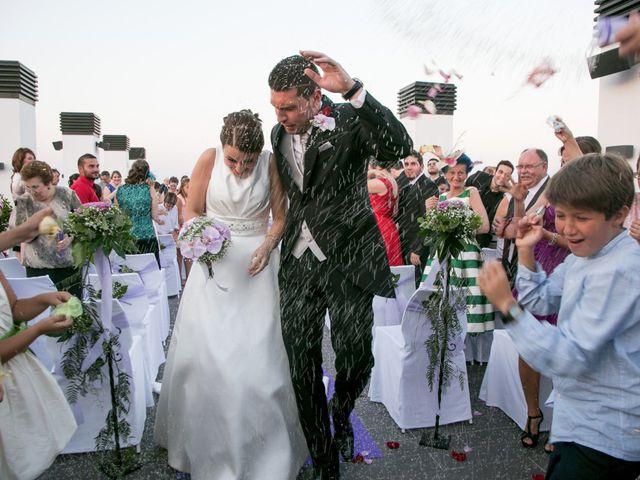 La boda de Robert y Gal.la en Playa De Gandia, Valencia 17
